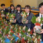 2015年12月17日 武義高校生徒がミニ門松を作りました