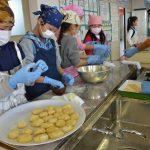 2015年12月4日 中有知小児童がお米の収穫祭を行いました
