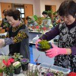 2015年12月15日 お正月に向けて寄せ植え教室が開かれました