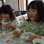 1年間の無病息災を祈る「七草粥のつどい」が7日、美濃市内5カ所で開催され、七草粥が無料で振る舞われます。
