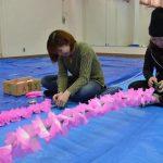 2016年3月6日 女性花みこし「め組」が花巻き作業を行いました
