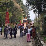午後1時から、八幡神社で山車、練り物の奉納です。