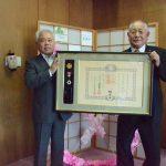 2016年6月1日 元市議会議員の野倉和郎さんが叙勲の報告に市役所を訪れました。