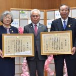 2016年11月21日 民生委員・児童委員の森眞子さんと加藤英雄さんが厚生労働大臣表彰を受章の報告をしました
