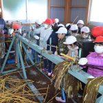 2016年12月8日 牧谷小児童がコウゾの皮むき作業を体験しました