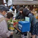 2016年12月26日 武義高生が道の駅美濃にわか茶屋でミニ門松を販売しました