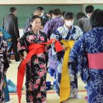 2017年2月14日 昭和中学校で着付けの授業が行われました