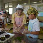 2017年7月11日 藍見小学校で郷土菓子「みょうがぼち」作りが行われました