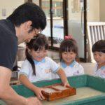 2017年7月10日 美濃ふたば幼稚園の園児が和紙のはがきを作りました