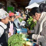 2017年11月16日 中有知小学校児童が大根販売に挑戦しました