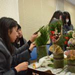 2017年12月19日 武義高校生徒がミニ門松を作りました