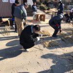 3月18日のお開帳日に開催される「桜曳き」に向けて、地元の人が集まり、「花がさ作り」を行いました。