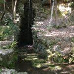 木陰で涼みつつ、滝を眺める。