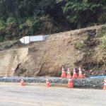 国道156号線、曽代の土砂崩れ。