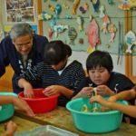 2018年12月5日 牧谷小学校6年生がコウゾのちりとりを学びました