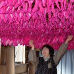 2019年1月18日 双葉紙業でみこしの花染めが行われています