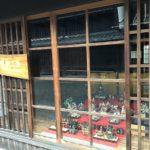 うだつの町並みにある「吉田工房」さんには、一足早くお雛様が飾ってあります。