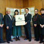2019年3月18日 拓殖大学が美濃和紙あかりアート展に感謝状を贈呈しました