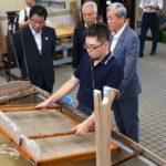 2019年7月26日 岐阜県知事が美濃和紙生産現場を視察しました